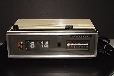Vintage 1970 Panasonic RC-7021 Flip Clock, AM/FM Clock Radio