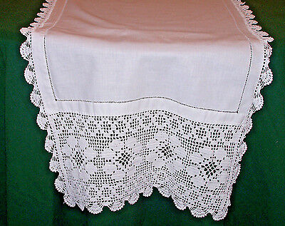 EXTRAORDINARY VINTAGE LINEN RUNNER, SNOW WHITE, FLORAL FILET CROCHET TRIM, c1930