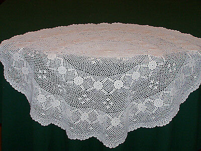 "VINTAGE HAND CROCHETED 28"" DIAMETER ROUND TABLECLOTH, TABLE TOPPER, c1930"