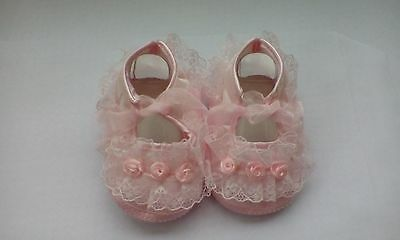 beautiful pink  lace  baby girls pram  shoes size 6-12 months brand new