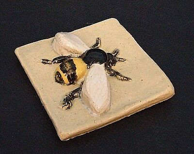 "HANDMADE BUMBLE BEE 4"" X 4"" CERAMiC ART POTTERY FiSH STUDiO TiLE MiNNESOTA"