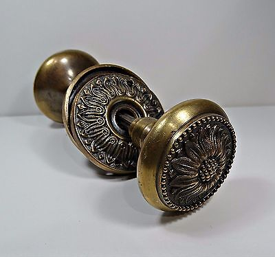 Antique our Vintage Brass Door Knob Handle Set Whit Design of a Flower