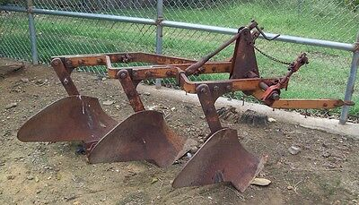 Vintage Allis-Chalmers 3 Bottom Turning Plow - Snap Coupler Fast Hitch