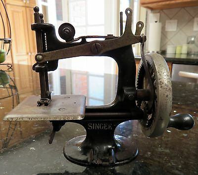 Singer Model 20 Child's Toy 8-Spoke Sewing Machine*Hand Crank Cast Iron*AS IS*