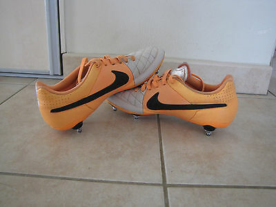 Crampons de football Nike, taille 40