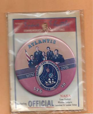 """SHUTTLE ATLANTIS STS-74 OFFICIAL NASA  BUTTON 3 3//8/""""  NEW IN PACKAGE"""