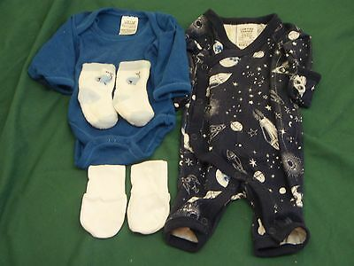 newborn premmie baby clothes size 00000 incl socks and mittens