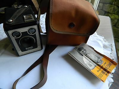 Kodak Six-20 Model C Brownie   Box camera  with instructions in case