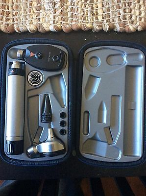 Heine Beta 200 Otoscope, Ophthalmoscope, Diagnostic Kit w/ NT 200 charger base.