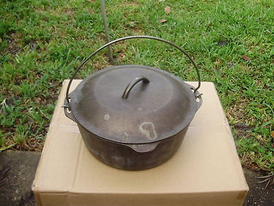 Vintage Cast Iron Pot with Lid and Wire Bale Handle 10 1/4 No 8 Dutch Oven