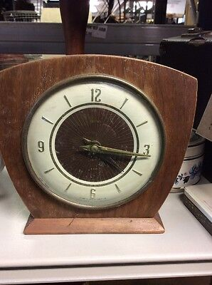 Smiths Retro wind up mantel clock Ti2312