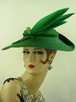 VINTAGE HAT 1950s WIDE BRIM 'NEW LOOK' PICTURE HAT, EMERALD GREEN FEATHERS & PIN