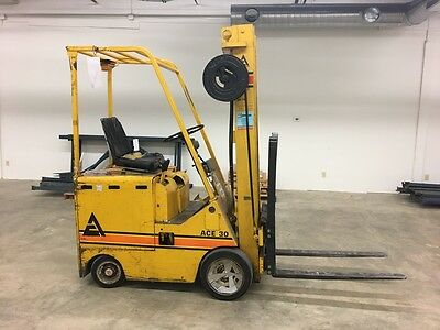 Electric Forklift 3000 lb capacity charger included