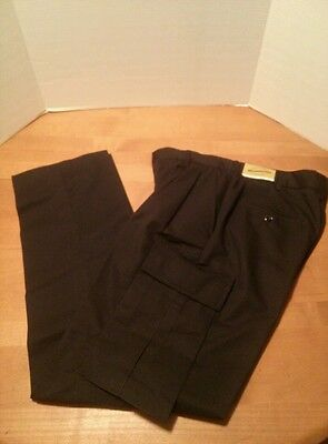 Wear Guard 30x32 Black Cargo Pants Work Pleated Poly Blend Style # 2017