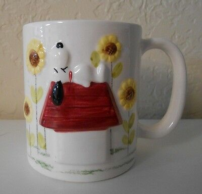 Vintage Snoopy Coffee Mug 3D Design with Doghouse and Sunflowers