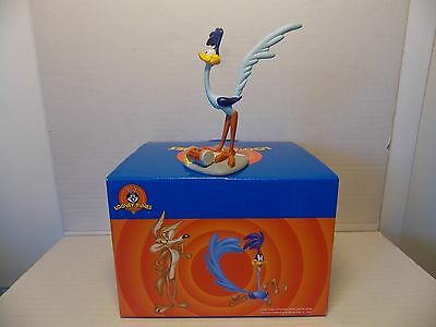 Extremely Rare! Looney Tunes Road Runner Tricked with Bird Seed Figurine Statue