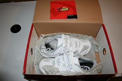 Brand New NorthWave Womans Cycling Shoes size 4.5 xsmall 36 shoes kids