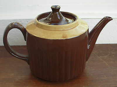 A Vintage 2½ Pint Brown Ceramic Teapot Made in England Retro Tea Pot