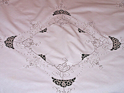 """Pretty Vintage Needle Lace & Rose Design Embroidered Tablecloth 42"""", 4 Napkins"""