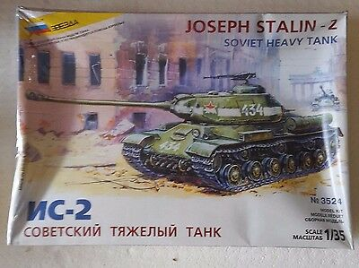 "Kit Zvezda 1/35 ""joseph Stalin-2"" Con Cellophane"