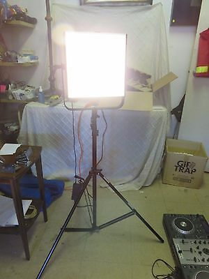 "Brightcast 16"" LED Light Model No DSL16LE-345 w/ tripod works perfect FREE SHIP"