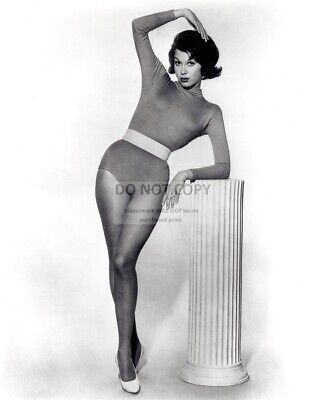 Mary Tyler Moore Television And Film Actress - 8X10 Publicity Photo (Zy-774)