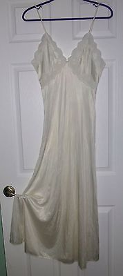 Vintage VAL MODE WHITE NIGHTGOWN Lavish Lace Bodice Sz M SHIMMER NYLON Free Ship