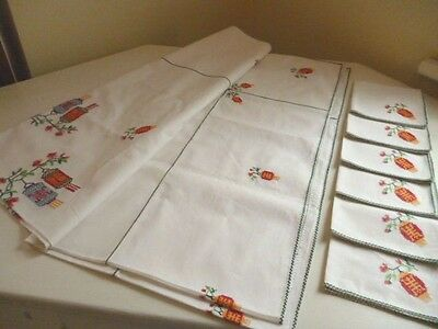 Vintage & Beautiful Hand-Sewn TABLECLOTH & 6 NAPKINS ~ Clean with Lovely Detail