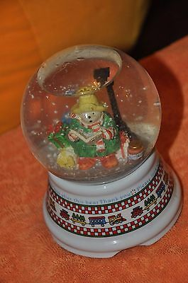 Paddington Bear Musical Snow Globe Snowglobe Christmas Jingle Bells Green Enesco