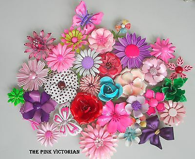 31pc LOT COLORFUL VINTAGE FLOWER PINS & BUTTERFLY BROOCH 2 SIGNED CORO, SANDOR