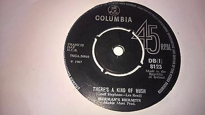 "HERMAN'S HERMITS - Theres A Kind Of Hush - IRISH PRESSING 7"" IRELAND"