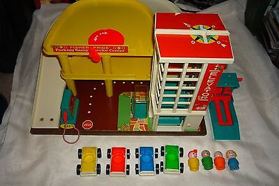 Vintage Fisher Price Little People #930 Action Garage Complete W/ Lift & Access