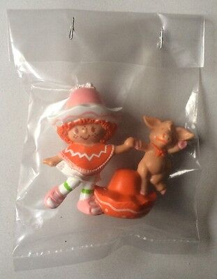 STRAWBERRY SHORTCAKE PVC MINI NEW BAGGIE : CAFE OLE w/ DANCING BURRITO pig 1984