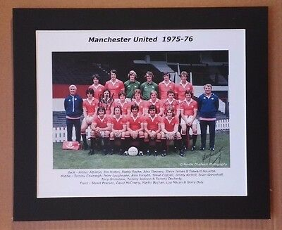 """1975-76 MANCHESTER UNITED SIGNED COLOUR PICTURE 12"""" x 10"""" IN MOUNT x  3 SIGNED"""