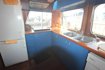 Unusul  beautifull fitted cruising Widebeam houseboat liveaboard floating home