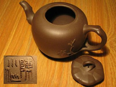 EXCELLENT (13.34cm) CHINESE YIXING ZISHA SCHOLAR CARVED SMOOTH ROUNDED TEAPOT