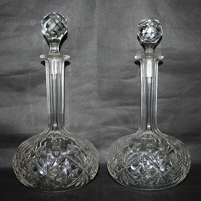 Crystal/Cut Glass - A Pair of Globe & Shaft Decanters with Ball Stoppers
