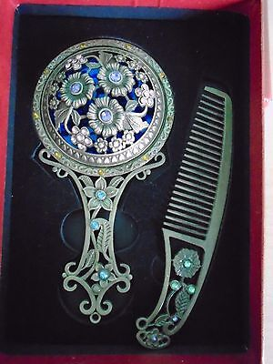 Beautiful Oriental Vintage Style Mirror & Comb Boxed Set. Flowers