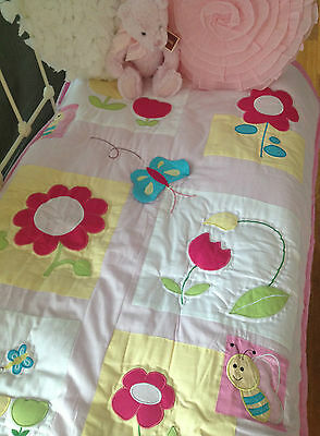 Girls appliqué Cot quilt Coverlet Baby Nursery Bedding Bumble Bee rrp $69.95