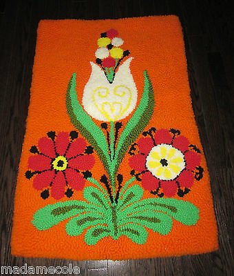 Vintage  Phentex  Modernist Pop Art  Tulip And Daisy Hand Hooked Rugs