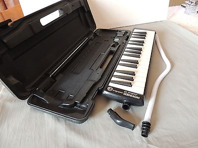 HOHNER  melodica student 32, black with case.