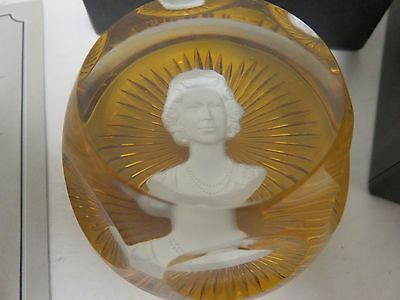 Vintage Franklin Mint Queen Elizabeth II Cameo Crystal Baccarat Paperweight