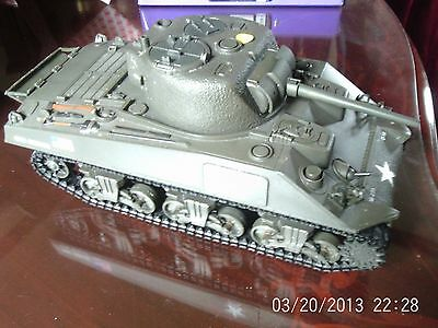 unimax forces of valour WW2 american Sherman tank 1:18 scale