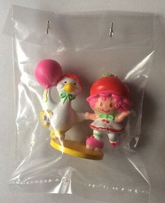 STRAWBERRY SHORTCAKE PVC MINI NEW BAGGIE : CHERRY CUDDLER w/ GOOSEBERRY balloon