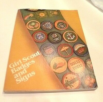 Vtg Girl Scout Badges and Signs Book - 1980 Good clean condition
