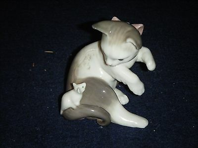 Lladro Cat and Mouse Figurine (#05236) - In original box.
