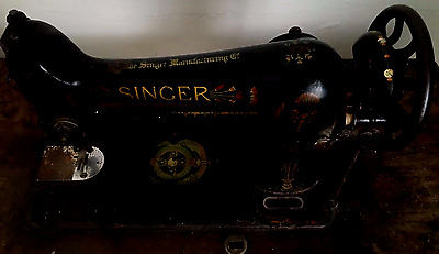 1918 Singer Sewing Machine With Treadle