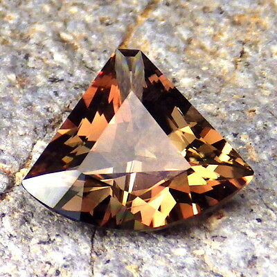 COPPER-RED-GREEN OREGON SUNSTONE 4.13Ct FLAWLESS-RARE COLORS FROM PANA MINE!