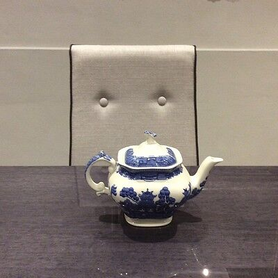 CLASSIC BLUE & WHITE  PORCELAIN TEAPOT - Old Willow Pattern