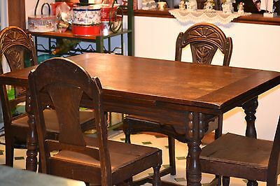 Jacobean ANTIQUE OAK DINING TABLE WITH PULL-OUT LEAFS AND 4 CHAIRS